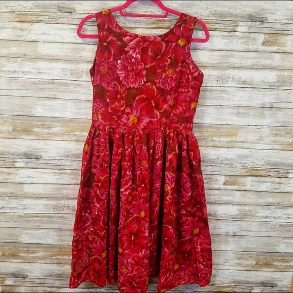 Newport News Dresses & Skirts - Newport News red floral print sleeveless dress